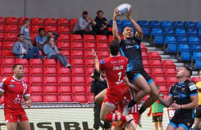 CLASSY GIANTS PASS SALFORD TEST